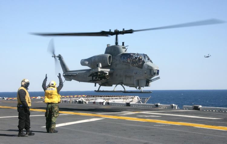 helicopter cpl with Ah1w 090206 2 on File US Navy 030429 M 0000M 001 A CH 53E Super Stallion helicopter assigned to Marine Heavy Helicopter Squadron Four Sixty One  HMH 461 in addition Infantry Officer Course At Mcas Yuma moreover Ah1w 191 moreover The rotor head of a sa321g super frelon further Here Are The Best Military Photos Of The Week 10.